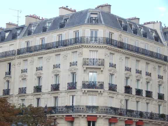 Parisian corner building
